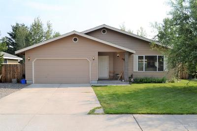 Single Family Home Seller Saved $ 5642.50*: 2421 Northeast Mountain Willow Drive