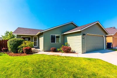 Redmond Single Family Home For Sale: 854 Northeast Nickernut Place