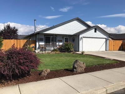 Single Family Home For Sale: 989 Northeast Mahogany Street