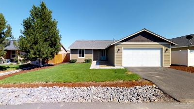 Madras Single Family Home For Sale: 689 Southeast White Pine Way
