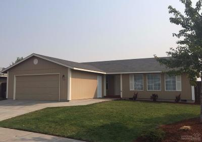 Single Family Home For Sale: 1534 Northeast Deedie Court