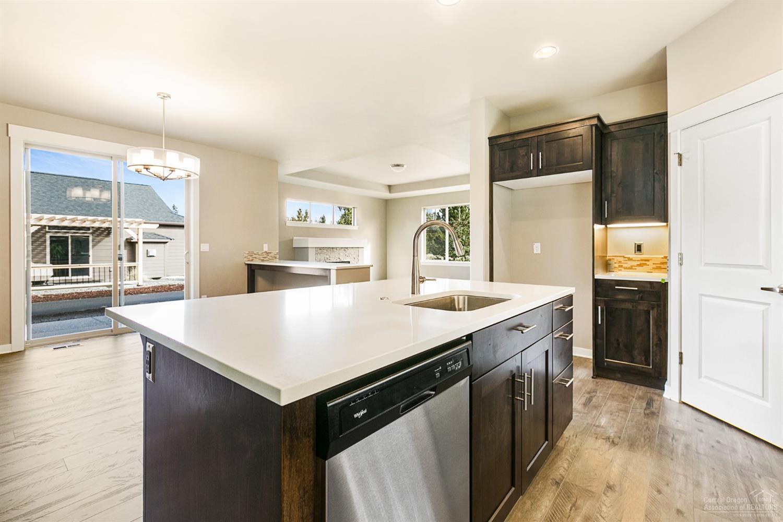 51840 Hollinshead Place La Pine, OR. | MLS# 201711607 | High Lakes ...