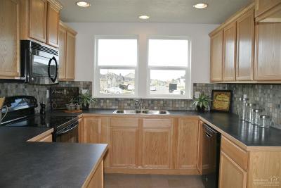 Redmond Single Family Home For Sale: 3526 Southwest Pumice Stone Avenue