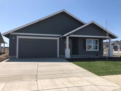 Redmond Single Family Home For Sale: 413 Northeast Oak Place