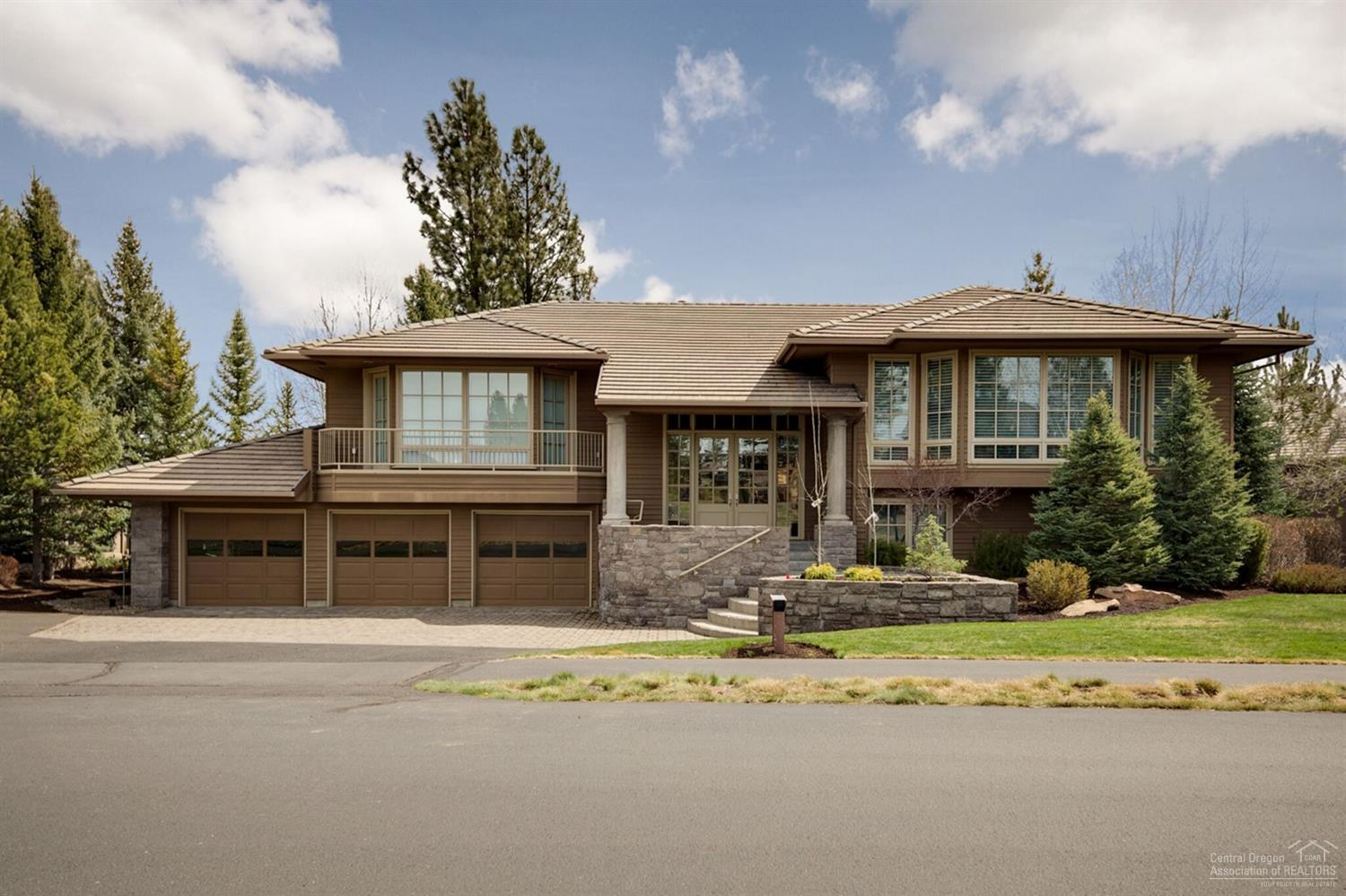 4 bed / 3 full, 1 partial baths Home in Bend for $1,375,000