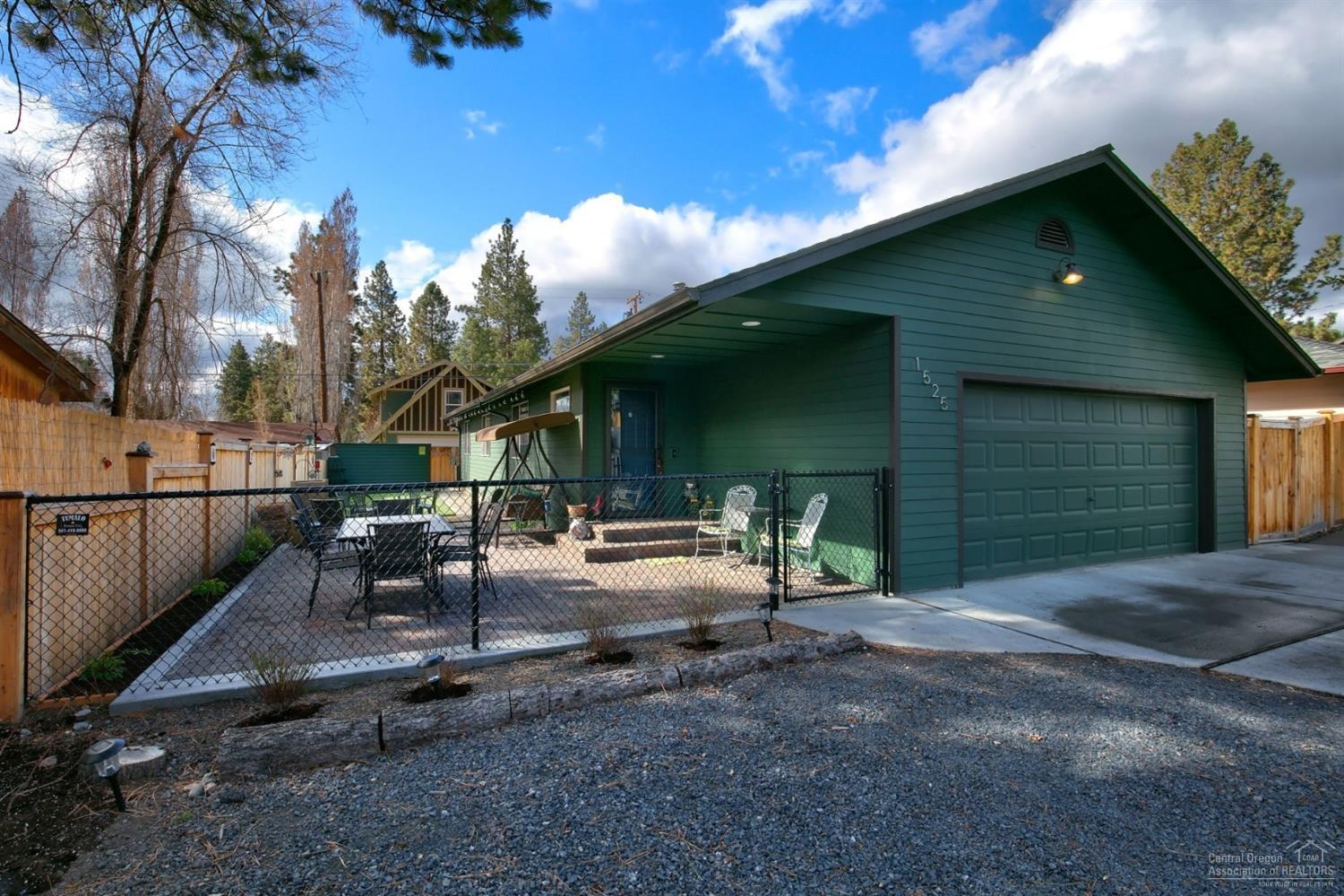 1525 NW Fresno Avenue, Bend, OR | MLS# 201803711 | High
