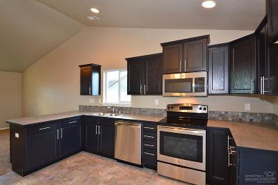 Redmond Single Family Home For Sale: 479 Northeast Poplar Lane