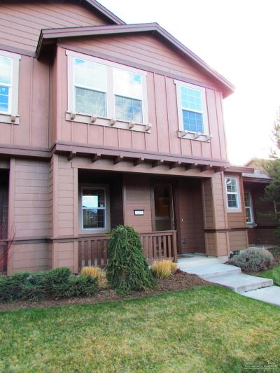 Bend Condo/Townhouse For Sale: 635 Southwest Peak View Place