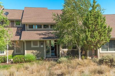 Redmond Condo/Townhouse For Sale: 10869 Village Loop