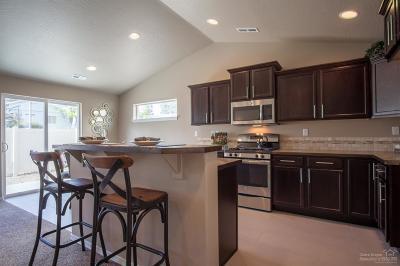 Redmond Single Family Home For Sale: 2498 NW Hemlock Way