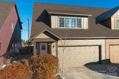 Redmond Condo/Townhouse For Sale: 2912 SW Indian Circle