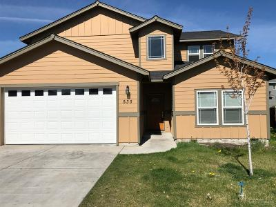 Single Family Home For Sale: 535 NE Apache Circle