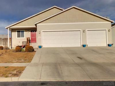 Prineville Single Family Home For Sale: 717 NE Robin Place