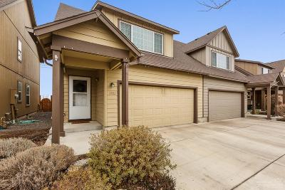 Redmond Condo/Townhouse For Sale: 2882 SW Indian