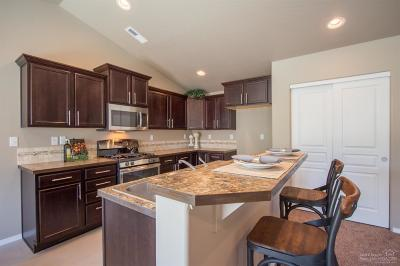 Single Family Home For Sale: 1825 NE Coby Way