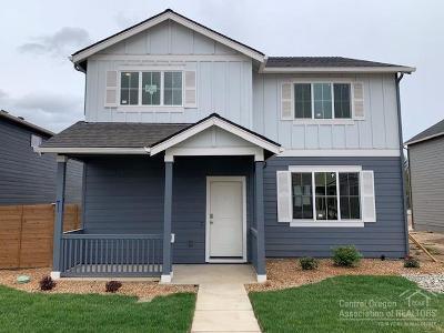 Single Family Home For Sale: 20554 SE Cameron Avenue