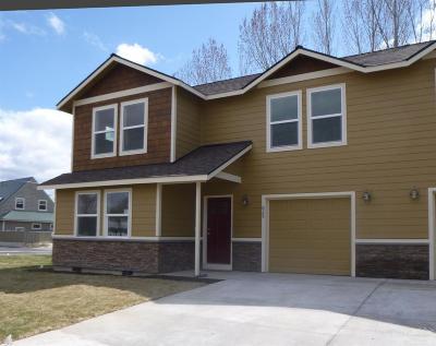 Condo/Townhouse For Sale: 829 SE Hodia