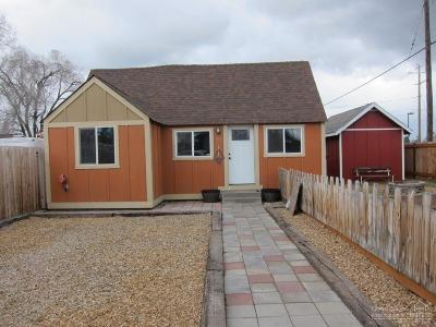 Single Family Home For Sale: 105 SE Jackson Street