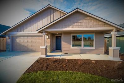 Redmond Single Family Home For Sale: 945 NW Oak Street