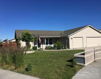 Single Family Home For Sale: 607 NE Stone Ridge Lane