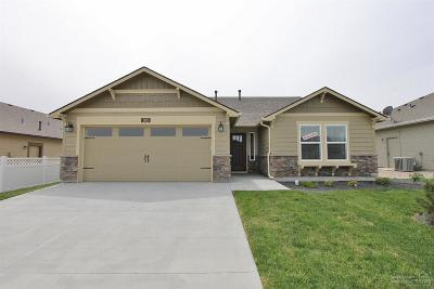 Redmond Single Family Home For Sale: 4467 SW Salmon Place