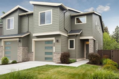 Condo/Townhouse For Sale: 740 NE Vail Lane