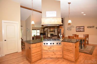 La Pine Single Family Home Contingent Bumpable: 15885 Ranch Place