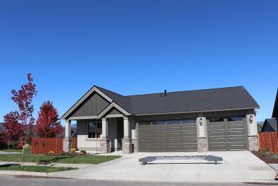 Single Family Home For Sale: 1021 NE Sunrise Street