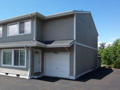 Condo/Townhouse Sold: 2215 NW Oar Pl