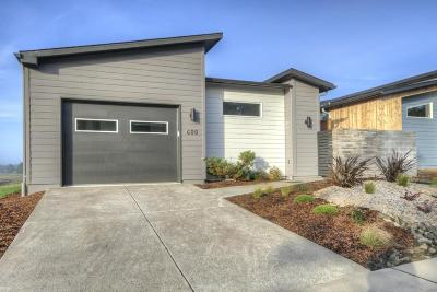 Waldport Single Family Home For Sale: 600 SW Green Dr