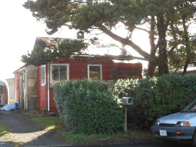 Depoe Bay, Gleneden Beach, Lincoln City, Newport, Otter Rock, Seal Rock, South Beach, Tidewater, Toledo, Waldport, Yachats Single Family Home For Sale: 353 NW 22nd St