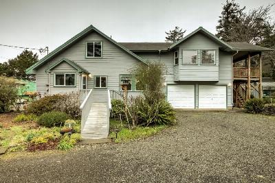 Seal Rock Single Family Home For Sale: 8721 NW Grandview St