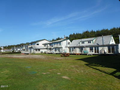 Waldport Multi Family Home For Sale: 7160 SW Pacific Coast Hwy