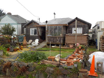 Depoe Bay Single Family Home For Sale: 250 SW Coast Ave