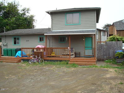 Waldport Multi Family Home For Sale: 210 SW Strawberry Lane