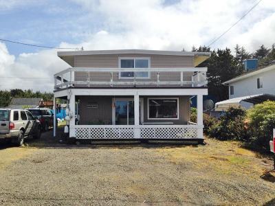 Newport Single Family Home For Sale: 11458 NE Avery St