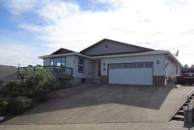 Lincoln City Single Family Home For Sale: 4835 NE Voyage Ave