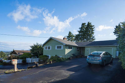 Lincoln City Single Family Home For Sale: 1636 SE Oar