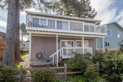 Lincoln City Single Family Home For Sale: 3215 NW Oar Dr.