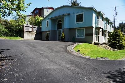 Depoe Bay Single Family Home For Sale: 15 SW Kent St