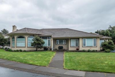 Lincoln City OR Single Family Home For Sale: $550,000