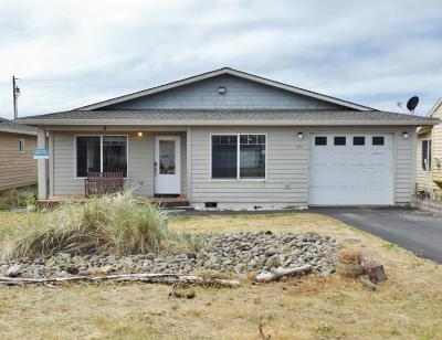 Waldport Single Family Home For Sale: 1984 NW Admiralty Cir