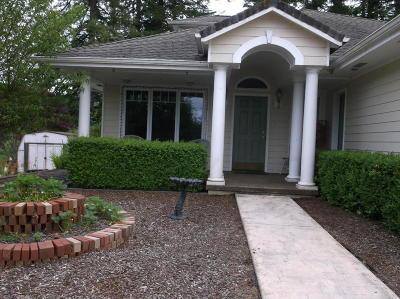 Toledo Single Family Home For Sale: 1331 SE Maple St