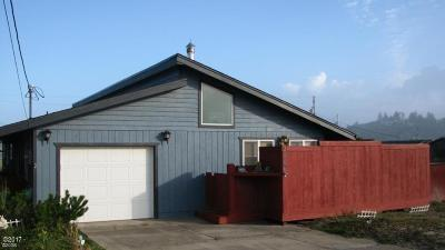 Waldport Single Family Home For Sale: 2006 NW Bridgeview Dr