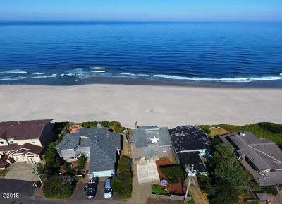 Lincoln City Single Family Home For Sale: 5117 NW Jetty Ave