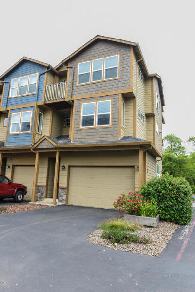 Newport Condo/Townhouse For Sale: 475 SE 35th St #F-31