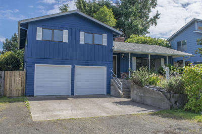 Waldport Single Family Home For Sale: 195 SE Salmon St