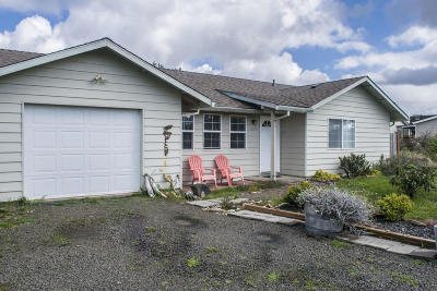 Waldport Single Family Home For Sale: 1513 NW Parker Ave