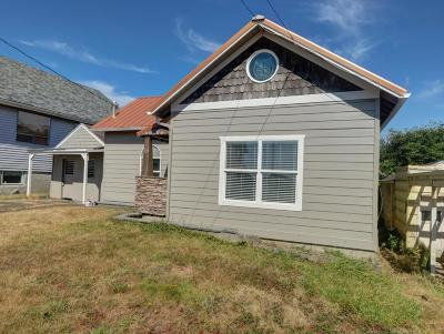 Newport Single Family Home For Sale: 45 SW High St