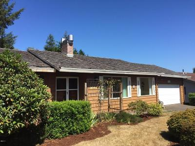 Lincoln City Single Family Home For Sale: 3043 NE 32nd Dr